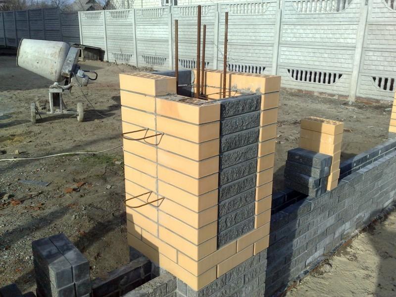 кирпичные столбы установка забора из кирпича строй лиде
