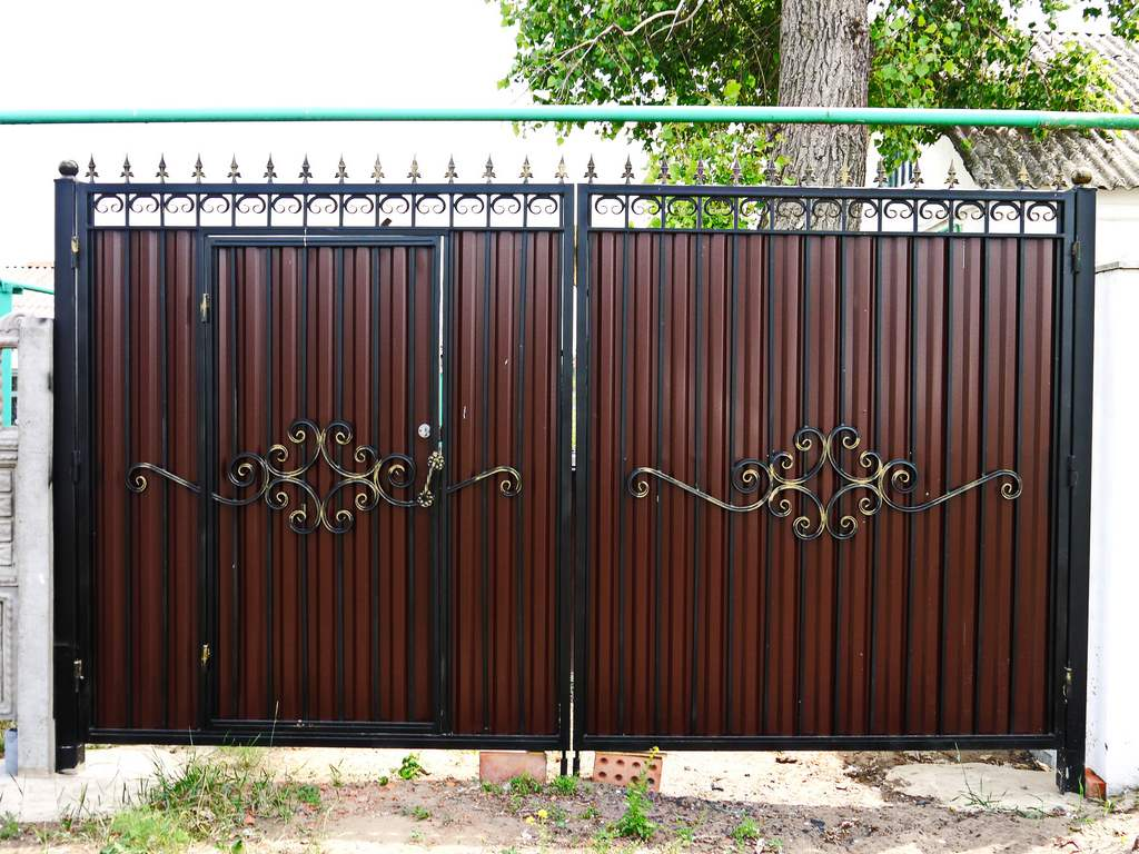ворота и калитки из профнастила с элементами ковки фото цена