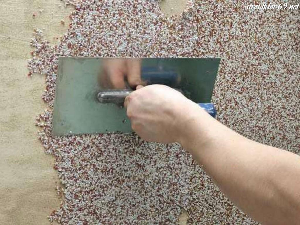 Как нанести мраморную крошку своими руками